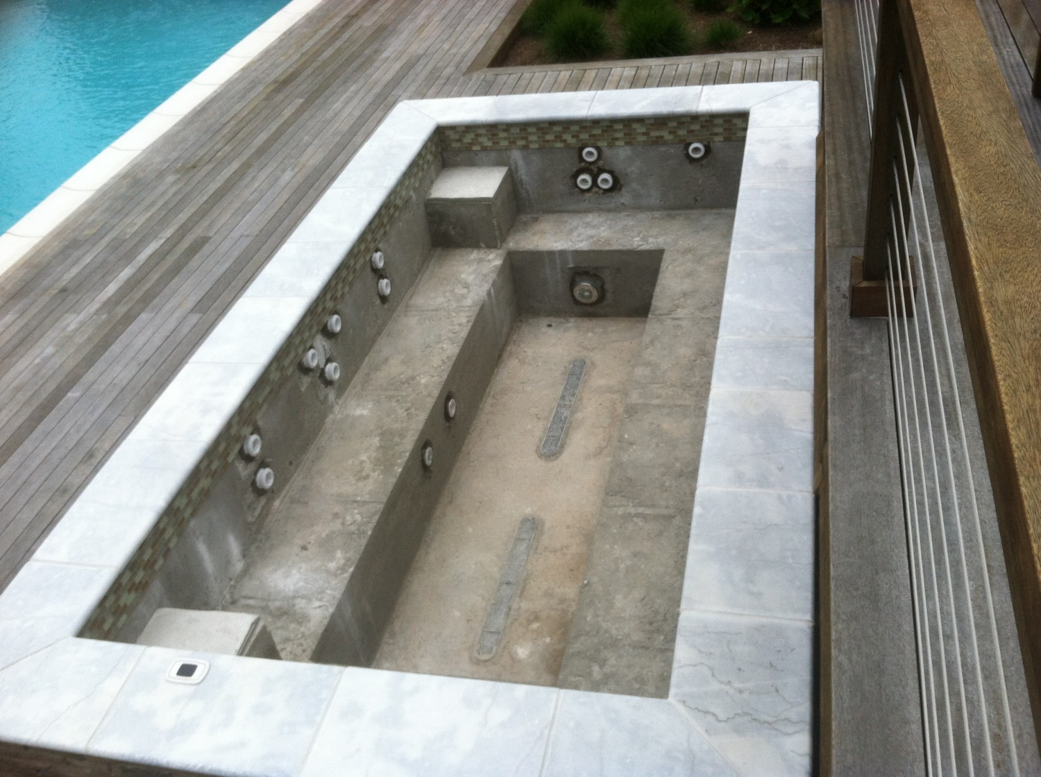 6 215 15 Custom Gunite Spa With Marble In Orient Patricks