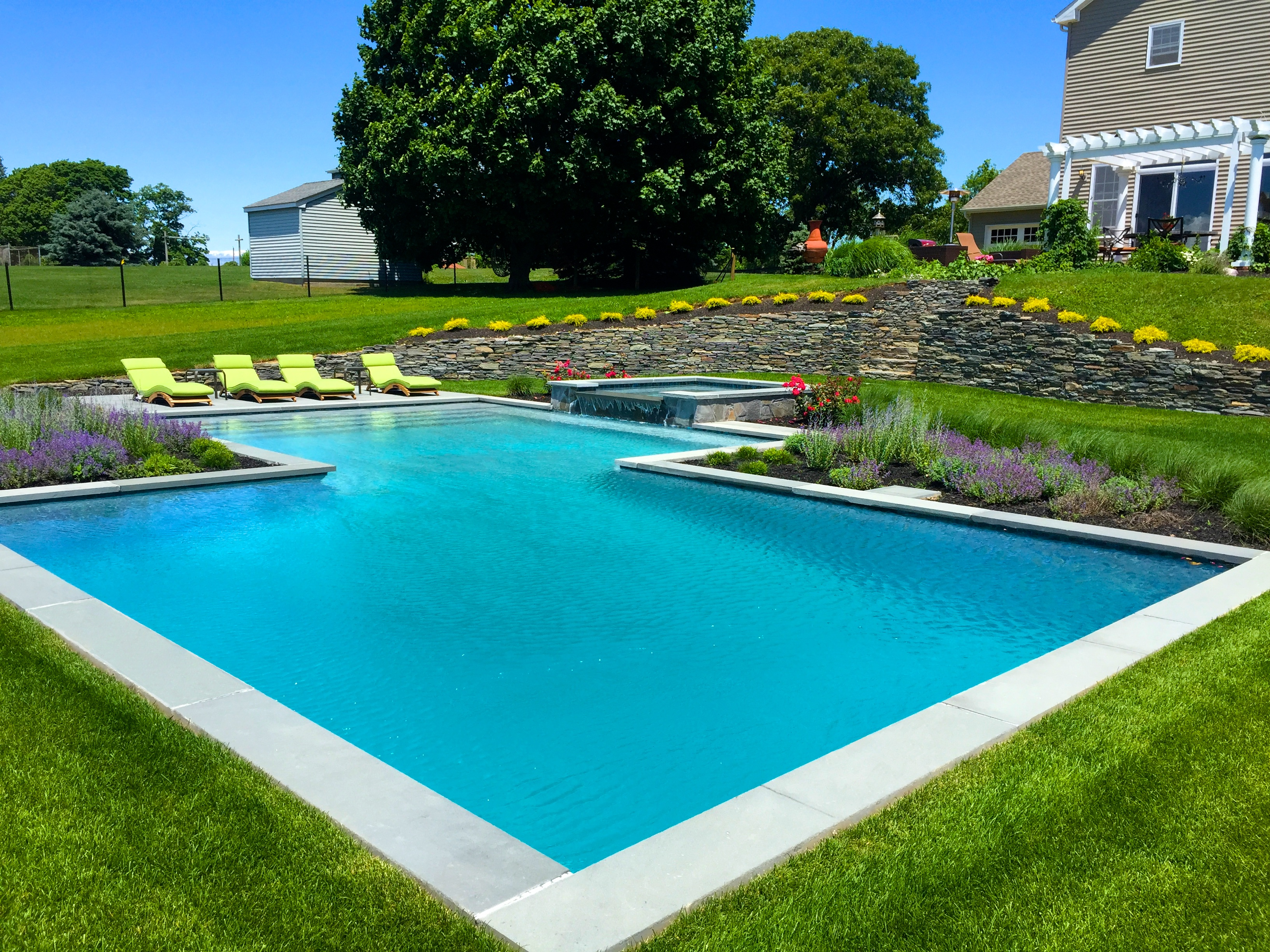 Beautiful pool and spa on the north fork in cutchogue for Pool and spa contractors